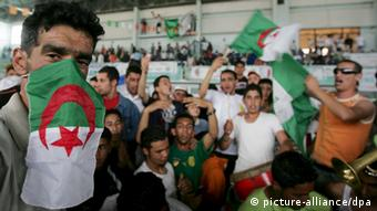Supporters of Algeria's National Liberation Front (FLN) attend an electoral meeting, at the sport indoor hall in Algiers, 14 May 2007. The last day of the official campaign for parliamentary elections in Algeri. Nearly 19 million citizens are registered to vote. EPA/MOHAMED MESSARA +++(c) dpa - Report+++