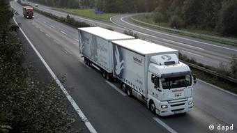 Riesenlaster auf deutschen Straßen Gigaliner