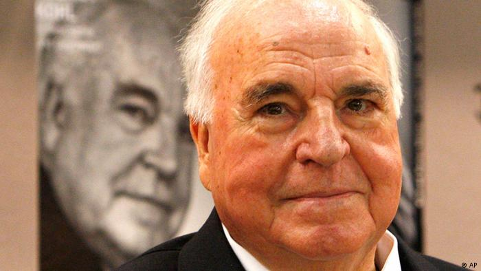 Former German Chancellor Helmut Kohl Photo: AP Photo/Michael Probst