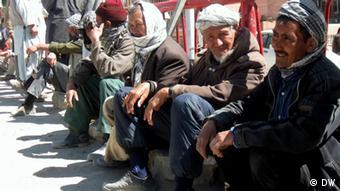 بیش از هشت صد هزار تن در افغانستان بیکار می باشند.