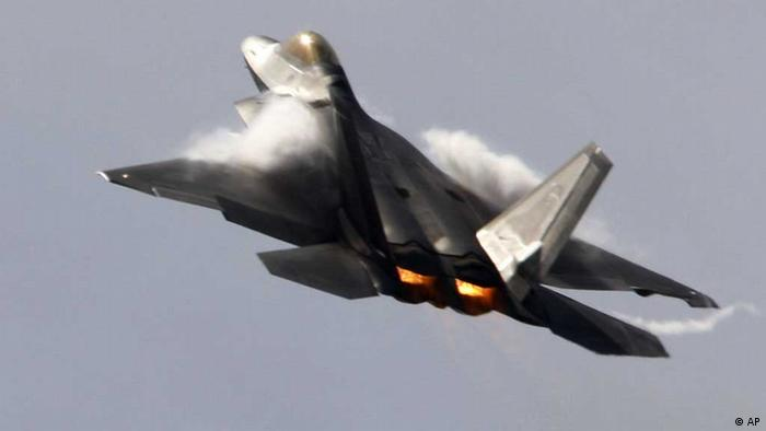 F-22-Tannkappenjagdflieger bei der messe in Farnborough/ England, 2010 (Foto:AP)