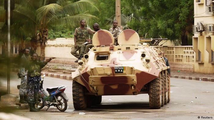 Panzer auf den Straßen von Bamako am 1. Mai (Foto: reuters)