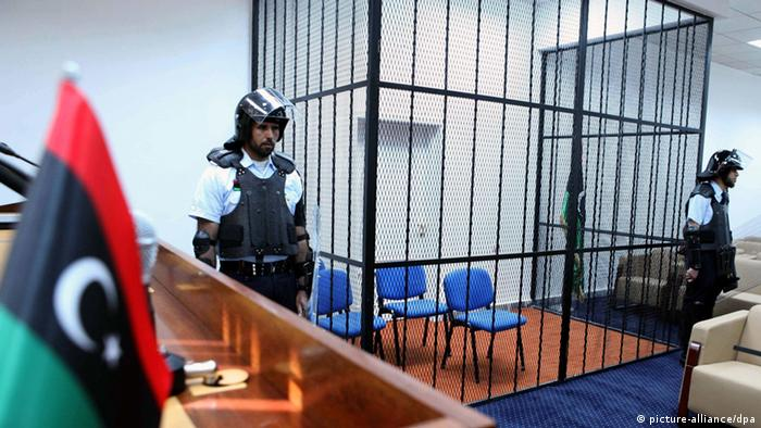 epa03177602 Libyan security guards stand next to a prisoner cage, in the newly opened appeals courthouse in Tripoli, Libya, 10 April 2012. Saif al-Islam Gaddafi will be tried in Libya not in the International Criminal court in The Hague and will be tried on charges for murder, rape and corruption. Gaddafi who has been held in zintan will be tranfered to Tripoli within 10 days. EPA/SABRI ELMHEDWI +++(c) dpa - Bildfunk+++