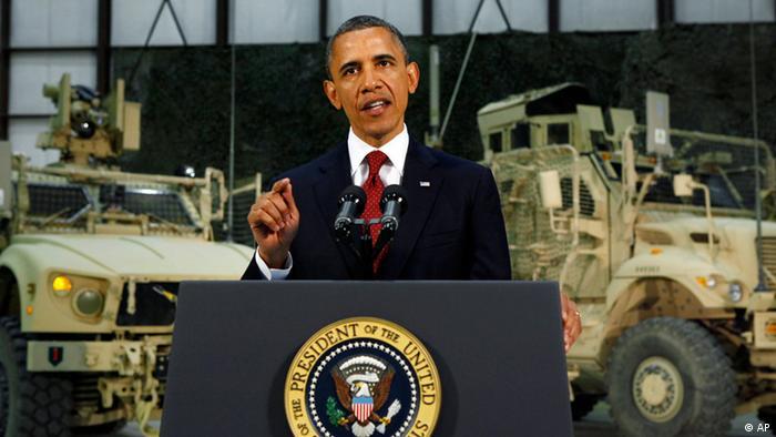 Barack Obama em discurso na base aérea de Bagram, no Afeganistão, em 2012