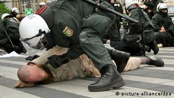 A Salafist in Solingen is forced to the ground by a police officer.