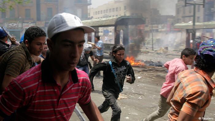 درگیری معترضان اسلام گرا با نیروهای دولتی در قاهره - دوم ماه مه ۲۰۱۲.