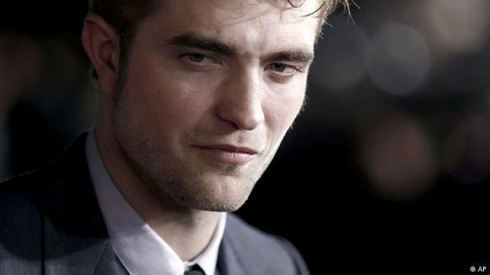 Robert Pattinson OVERLAY (AP)