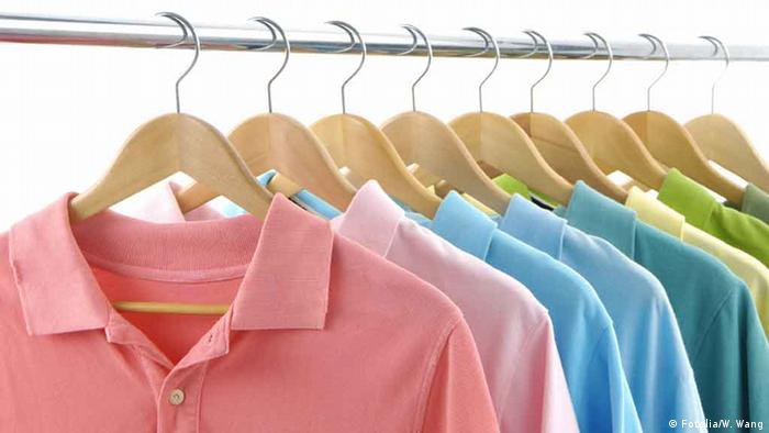 Fotolia 7484420 clothes hanger with t-shirt © William Wang