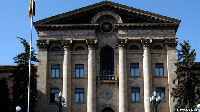 Здание парламента в Ереване