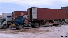 NATOs LKW und Container in Peschawar Pakistan
