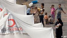 از چهارده ماه پیش تا کنون هزاران نفر از ساکنان مناطق بحرانزده سوریه به کشورهای اطراف از جمله ترکیه گریختهاند