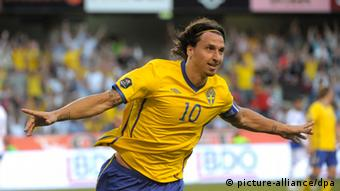 epa02770625 Sweden's Zlatan Ibrahimovic celebrates after scoring 4-0 during their UEFA Euro 2012 Group E qualifying soccer match between Sweden and Finland at Rasunda Football Stadium in Stockholm, Sweden June 7, 2011. EPA/JANERIK HENRIKSSON / SCANPIX ** SWEDEN OUT ** +++(c) dpa - Bildfunk+++