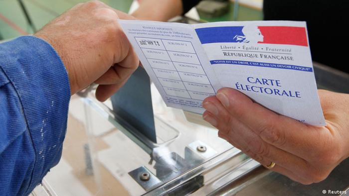 A man casts his ballot at a polling station in the second round of the 2012 French presidential election in Strasbourg, May 6, 2012. Voting started in mainland France on Sunday in the runoff presidential elections. REUTERS/Vincent Kessler (FRANCE - Tags: POLITICS ELECTIONS)