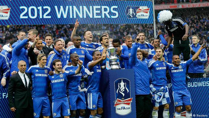 Chelsea's players celebrate after their FA Cup final soccer match against Liverpool at Wembley Stadium in London, May 5, 2012. REUTERS/Eddie Keogh (BRITAIN - Tags: SPORT SOCCER)