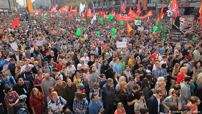 Thousands of opposition supporters take part in so-called 'million people march' against upcoming inauguration of Vladimir Putin in Moscow, Russia, 06 May 2012. (Photo: EPA)