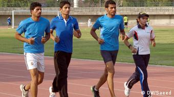 Pakistani women athlete Rabia Ashiq with her male colleagues during practice session. Photo: Tariq Saeed/DW.