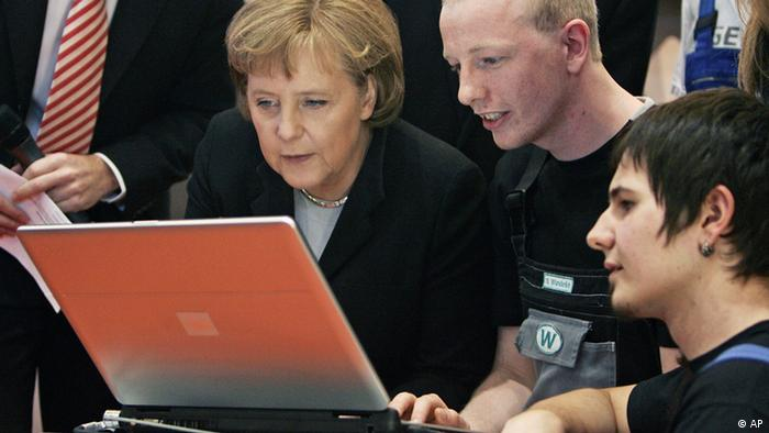 German Chancellor Angela Merkel looking at a laptop computer (Photo: Fabian Bimmer)