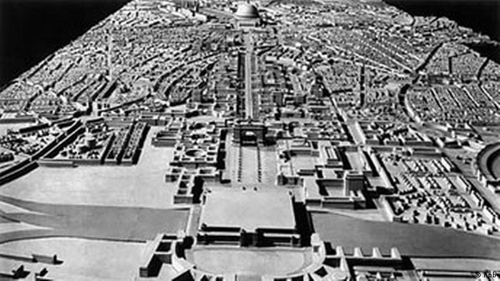 Die Nord-Süd-Achse der für Berlin geplanten Neugestaltung durch hitlers Architekten Albert Speer, Totale, 1939