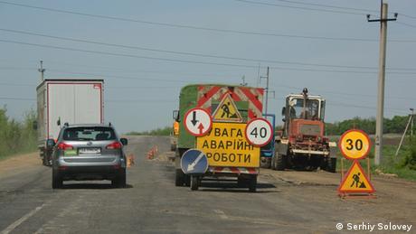 Фактчек DW: Чи справді місцева влада не ремонтує дороги? (відео)