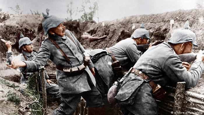 Deutschland Russland Geschichte Erster Weltkrieg deutsche Soldaten im Schützengraben (picture-alliance/akg)