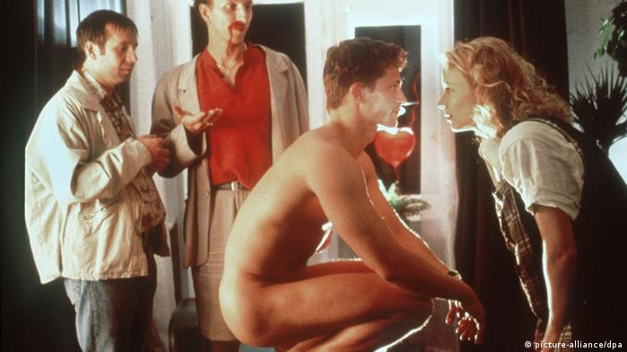Filmstill The Most Desired Man (international title)/Maybe ... Maybe Not (US title)/ Til Schweiger naked and three other persons (picture-alliance/dpa)