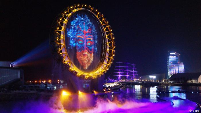 The Big O, a water screen that is a landmark of the Expo 2012, is seen during a media day of the expo, in Yeosu, South Korea, Wednesday, May 9, 2012. The expo will open for three months on May 12 under the theme of The Living Ocean and Coast: Diversity of Resources and Sustainable Activities. (Foto:Yonhap/AP/dapd) KOREA OUT