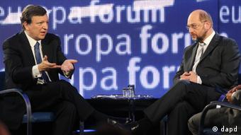Kommissionspräsident Barroso mit Parlamentspräsident Schulz (Foto:Yves Logghe/AP/dapd)