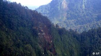 Уламки російського літака знайшли на схилах вулкану Салак