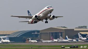 Sukhoi Superjet-100 на взлете