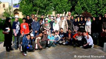 عکس دستهجمعی دانشآموزان آلمانی و ایرانی در چارچوب یک پروژه مشترک تبادل دانشآموز میان ایران و آلمان