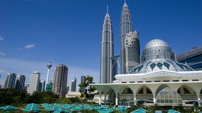 Malaysia, Kuala Lumpur Petronas Towers (AP)