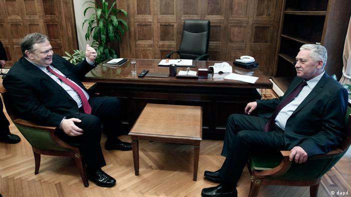 رهبر حزب سوسیالیست یونان در مذاکره با رهبر حزب چپ دمکراتیک. این مذاکرات نیز برای تشکیل دولت ائتلافی شکست خورد