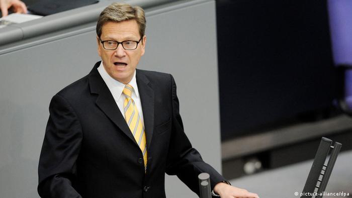 Außenminister Guido Westerwelle (FDP) spricht am Freitag (11.05.2012) im Bundestag in Berlin. Westerwelle gab eine Regierungserklärung zu Europas Weg aus der Krise ab. Foto: Maurizio Gambarini dpa/lbn Schlagworte  Bundestag