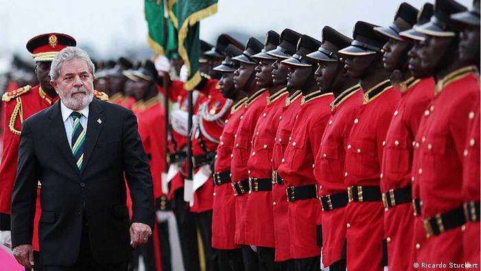 O presidente Lula em visita à África