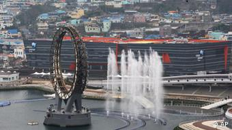 The Big O, a water screen that is a landmark of the EXPO 2012 Yeosu, is seen in Yeosu, South Korea, Friday, April 20, 2012. More than 100 nations are expected to participate in the expo that will open from May 12 to Aug. 12 under the theme of The Living Ocean and Coast. (Foto:Ahn Young-joon/AP/dapd)
