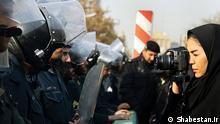 Journalisten Bildbeschreibung: Laut Reporter ohne Grenzen, ist Iran das grösste Gefängnis für Journalisten. Stichwörter: Iran, Frauen, Journalisten, Menschenrechte, Polizei, politische Gefangene Quelle: Shabestan.ir Lizenz: Frei Zugestellt von Mahmood Salehi