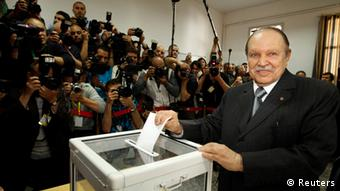 Algeria's president Abdelaziz Bouteflika casts his ballot during parliamentary elections at a polling station in Agiers May 10, 2012. Algerians voted on Thursday for a new parliament that officials say will bring democracy to a country left behind by the Arab Spring revolts, but many people showed their scepticism by abstaining. REUTERS/Zohra Bensemra (ALGERIA - Tags: POLITICS ELECTIONS)