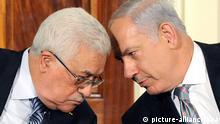 ARCHIV - Mahmud Abbas (l) und Benjamin Netanjahu stecken in Washington bei Nahost-Friedensgesprächen die Köpfe zusammen (Archivfoto vom 01.09.2010). Der Wandel in der arabischen Welt und der Siedlungsstreit führen Israel immer weiter in die Isolation. Regierungschef Netanjahu arbeitet deshalb an einem eigenen Friedensplan - eine Art Befreiungsschlag. Doch Palästinenser lehnen eine Zwischenlösung ab. Foto: MOSHE MILNER GOVERNMENT PRESS OFFICE HANDOUT ISRAELI MEDIA MUST CREDIT GPO, EDITORIAL USE ONLY / NO SALES +++(c) dpa - Bildfunk+++