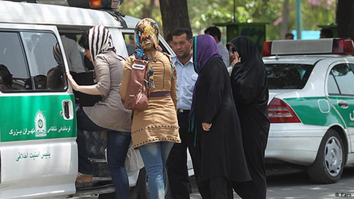 نسل جوان ایرانی در پی داشتن سبک دیگری از زندگی با مشکلات زیادی روبرو است