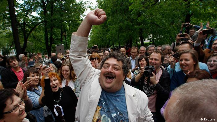 Dmitry Bykov in MenschenmasseREUTERS/Maxim Shemetov (RUSSIA - Tags: POLITICS CIVIL UNREST)