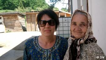 Hayra Golic with her mother Aysa Hukic. The two women fled Srebrenica in 1995 and now live in Drafnici refugee camp near Gracanica. Copyright: DW/Mirsad Camdzic 13.05.2012