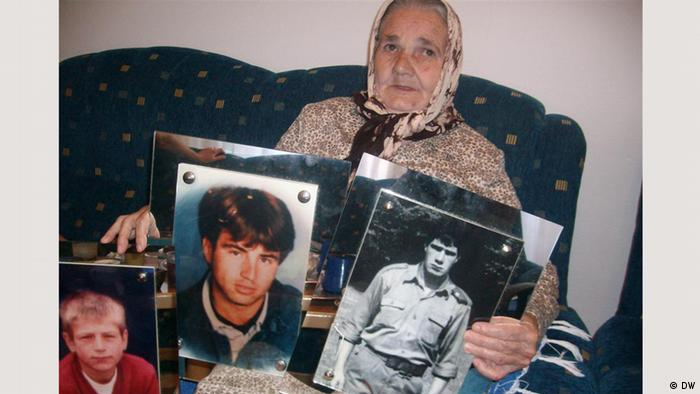 Aysa Hukic shows photos of her sons who were killed in Srebrenica Copyright: DW/Mirsad Camdzic 13.05.2012
