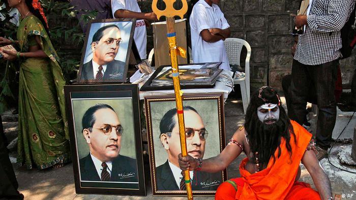 Indien Porträt von Bhimrao Rao Ambedkar auf der Straße in Hyderabad (AP)