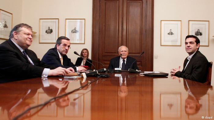 Greek President Karolos Papoulias (center), Socialist leader Evangelos Venizelos (first left) Conservative leader Antonis Samaras (second left) and Leftist leader Alexis Tsipras (right) , meet at the presidential palace in Athens, Sunday May 13 2012. Greek President Karolos Papoulias has called the leaders of Greece's political parties to meetings on Sunday, in a last-ditch effort to broker a deal for a coalition government.(Foto:Kostas Tsironis/AP/dapd)