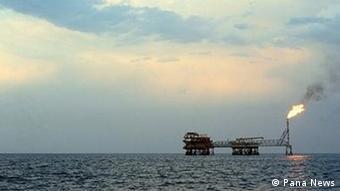 یک سکوی حفاری در دریای خزر، اختلافها بیشتر برسر بهره برداری از منابع نفت و گاز است