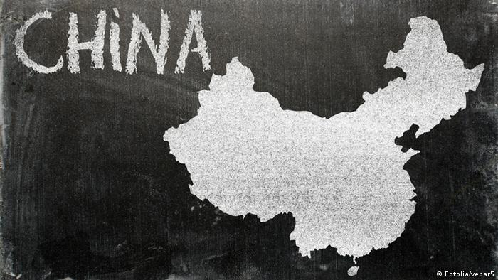 China Shanghai China Investitionen Symbolbild FotoliaBild china; chinese; map; outline; nation; blackboard; chalk; atlas; cartography; geography; school; class; classroom; contour; country; black; green; chalky; chalkboard; education; educate; font; lesson; teaching; text; white; word; writing; written; illustration; graphic; land; science; shape; national; boundary; tourist; tourism; touristic