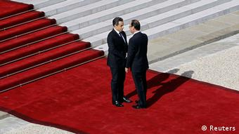 France's outgoing President Nicolas Sarkozy (L) shakes hands with newly-elected President Francois Hollande as he arrives at the Elysee Palace for the handover ceremony in Paris May 15, 2012. REUTERS/Christophe Ena/Pool (FRANCE - Tags: POLITICS)