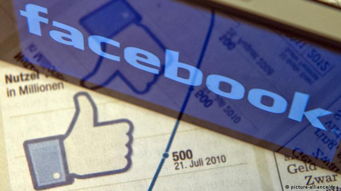 Symbolfoto über Facebook, das den Status des Netzwerks als (weltweiten) Marktführer darstellt. ILLUSTRATION - Ein Smartphone auf dem das Logo des Online-Netzwerkes Facebook zu sehen ist steht am Dienstag (08.05.2012) in Berlin auf einer Tageszeitung. Mit dem Start des Handels der Facebook-Aktie an der Technologiebörse Nasdaq wird für Freitag (19. Mai) gerechnet. Foto: Marc Tirl dpa/lbn