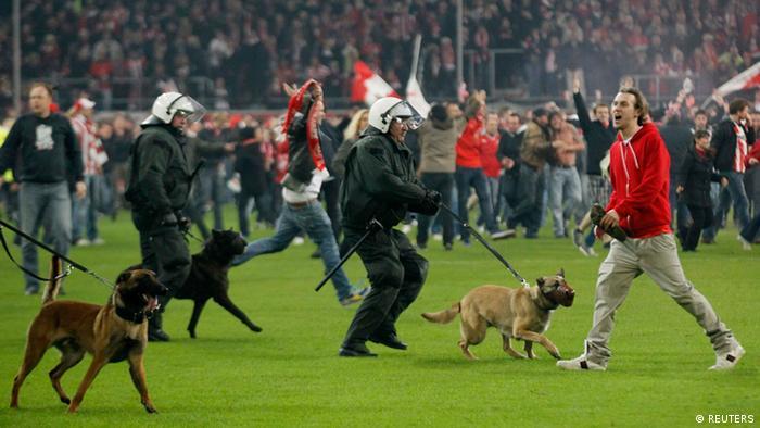 Беспорядки в Дюссельдорфе вылились в протест Герты