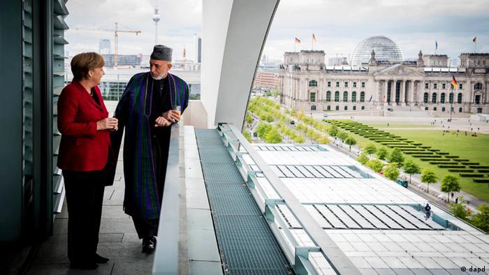 Bundeskanzlerin Angela Merkel und Hamid Karsai Unterzeichnung Partnerschaftsabkommen
